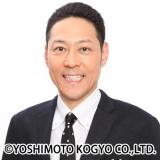 """『みえる""""ネオバズ""""スタートSP』でMCを務める日向坂46の東野幸治"""