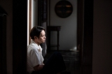 連続テレビ小説『エール』第19週・第91回より。戦争が終わって、自責の念から立ち直れない裕一(窪田正孝)(C)NHK