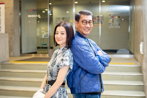 テレビ東京系で10月26日にスタートした新ドラマ『共演NG』主演の中井貴一とヒロインの鈴木京香 (C)「共演NG」製作委員会