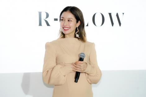 『R-GLOW SHAMPOO/TREATMENT』新商品発表会に出席したBENI
