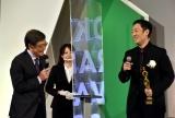 『東京ドラマアウォード2020』授賞式に出席した(左から)石坂浩二、中村勘九郎 (C)ORICON NewS inc.