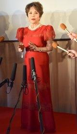 真っ赤なドレスで登場したデヴィ夫人 (C)ORICON NewS inc.