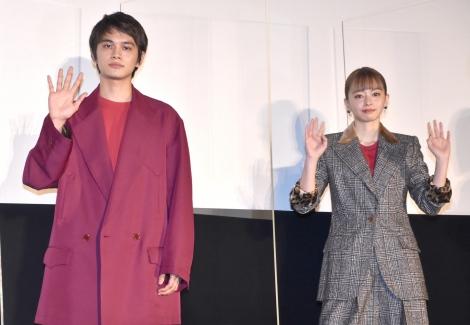映画『とんかつDJアゲ太郎』の初日舞台あいさつに出席した(左から)北村匠海、山本舞香 (C)ORICON NewS inc.