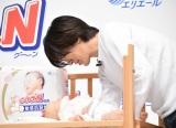 おむつ替えに挑戦するDAIGO=紙おむつ『グーンプラス』新CM発表会 (C)ORICON NewS inc.