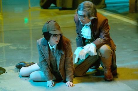 12日放送の『ルパンの娘』第5話に出演する(左から)橋本環奈、我修院達也 (C)フジテレビ