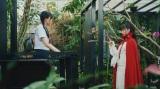 由芽に推理ゲームを仕掛ける沙羅=総合テレビ・よるドラ『閻魔堂沙羅(えんまどうさら)の推理奇譚(きたん)』第2回(11月7日放送)に出演する賀喜遥香(乃木坂46)(C)NHK
