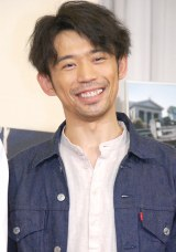 岡田義徳、息子と全力駆けっこ動画