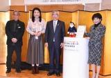 コミュニケーション・ロボットATOM「石巻市SDGs広報大使」任命式に出席した(左から)清水義裕、横澤夏子、亀山紘市長、ATOM  (C)ORICON NewS inc.