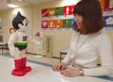 石巻市の市庁舎で、職員や市民から親しまれるロボットATOM