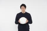 『第99回全国高校サッカー選手権大会』の応援リーダーを務める内田篤人 (C)日本テレビ