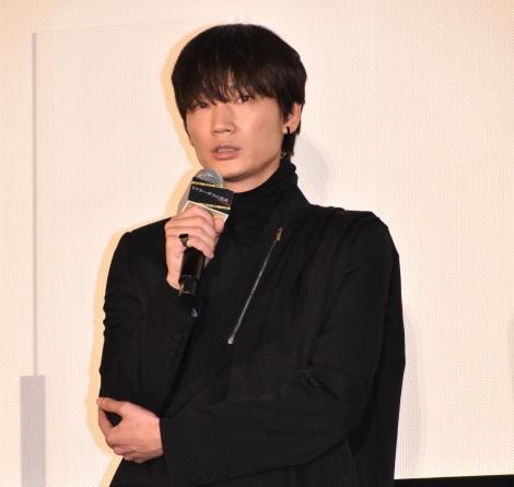 映画『ドクター・デスの遺産-BLACK FILE-』公開記念舞台あいさつに出席した綾野剛