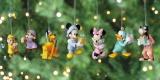 パジャマ姿のディズニーキャラクターとおうちクリスマス?『DISNEY クリスマスオーナメントくじ2020』(C) Disney (C) Disney. Based on the