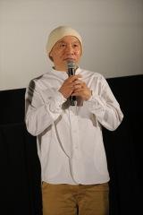 映画『日本沈没2020 劇場編集版 -シズマヌキボウ-』公開記念舞台あいさつに登場した湯浅政明監督