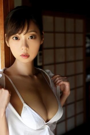 青山ひかる1st写真集『艶猫』より 撮影/西田幸樹