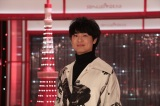 NHKワールド JAPAN(国際放送)と総合テレビで11月放送予定の『SONGS OF TOKYO』(第16回)に出演する尾崎裕哉(C)NHK