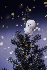 阪急メンズ東京のクリスマス・デコレーションに片岡メリヤス氏のぬいぐるみが登場 撮影/松下二郎