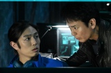 『24 JAPAN』第7話(11月20日放送)より(左から)マイロ(時任勇気)、獅堂現馬(唐沢寿明)(C) 2020 Twentieth Century Fox Film Corporation. All Rights Reserved.