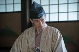 摂津晴門(片岡鶴太郎)=大河ドラマ『麒麟がくる』第32回(11月15日放送)より(C)NHK