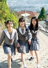 『週刊プレイボーイ』49号に登場するNMB48(左から)山本彩加、梅山恋和、塩月希依音(C)YOROKOBI/週刊プレイボーイ