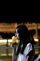 鈴木絢音1st写真集『光の角度』(幻冬舎)より公開された新カット 撮影/新津保建秀