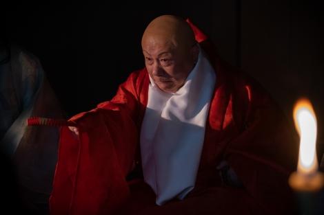 覚恕(春風亭小朝)=大河ドラマ『麒麟がくる』第33回(11月22日放送)より(C)NHK