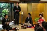 第110回より。浩二(佐久本宝)とまき子(志田未来)の結婚式でスピーチする裕一(窪田正孝)(C)NHK