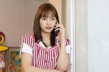 日曜ドラマ『極主夫道』第8話で川口春奈がウエイトレス姿を披露 (C)日本テレビ