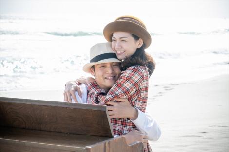 連続テレビ小説『エール』第119回より。今年10月上旬に豊橋の海で撮影されたラストシーン(C)NHK