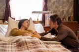 連続テレビ小説『エール』第119回より。病床の音(二階堂ふみ)に寄り添う裕一(窪田正孝)(C)NHK