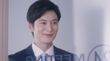 岡田将生が出演する『ニベア エンジェルスキン ボディウォッシュ』のWEB動画「モノ知り同僚」篇