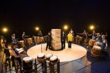 和太鼓集団GOCOO(ごくう)の演奏に囲まれ、異様な緊張感の中でトーク