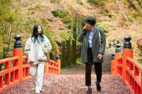 ABCテレビ・テレビ神奈川の連続ドラマ『ミヤコが京都にやって来た!』場面写真(左から)藤野涼子、佐々木蔵之介(C)ABCテレビ