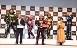『高級シャンパン「ANGEL CHAMPAGNE」ARアプリ』誕生記念発表会に出席した(前列左から)小峠英二、西村瑞樹、重盛さと美 (C)ORICON NewS inc.