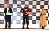 『高級シャンパン「ANGEL CHAMPAGNE」ARアプリ』誕生記念発表会に出席した(左から)小峠英二、西村瑞樹、重盛さと美 (C)ORICON NewS inc.