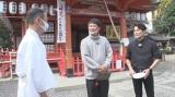 福知山にて(左から)木本武宏(TKO)、今井翼=関西地域で12月13日、全国で12月27日、いずれもNHK総合で放送、『今井翼が行く「麒麟がくる」京都・丹波ときめき旅』(C)NHK
