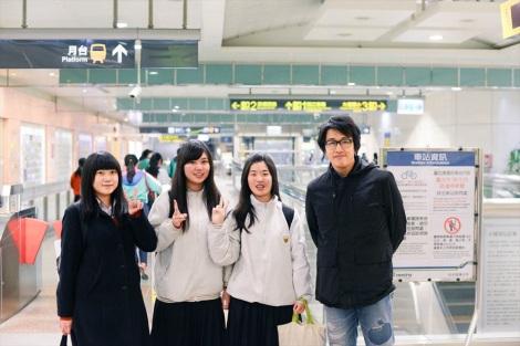 シンガー・ソングライターの岡村靖幸(右)がNHK『みんなのうた』に初登場