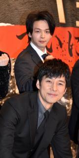 映画『サイレント・トーキョー』の初日舞台あいさつに出席した中村倫也、西島秀俊 (C)ORICON NewS inc.