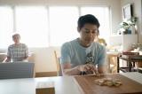 BSプレミアム・特集ドラマ『うつ病九段』(12月20日放送)うつ病を発症した主人公・先崎学(安田顕)(C)NHK
