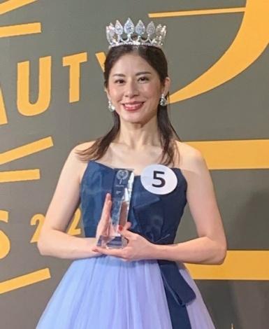 『国民的美魔女コンテスト』グランプリ、小谷清子さん(C)oricon ME inc.