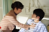 『さくらの親子丼』第9話より三谷桃子(名取裕子)、門倉祐二(金井浩人) (C)東海テレビ