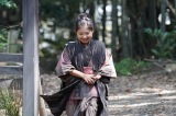 おはぎを持って帰る千代(毎田暖乃)=連続テレビ小説第103作『おちょやん』第1週・第2回(12月1日放送) (C)NHK