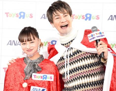日本トイザらス・ANA『サンタさんへの手紙出発式』に出席した(左から)わたなべ麻衣、JOY (C)ORICON NewS inc.