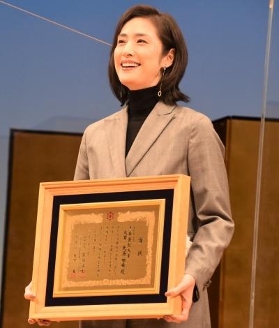 『第37回 浅草芸能大賞』で大賞に輝いた天海祐希 (C)ORICON NewS inc.
