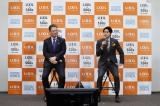 LIXIL『SDGsアンバサダー就任式』記者発表会に出席した(左から)瀬戸欣哉社長、内田篤人氏