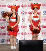 生着替えに挑戦したガンバレルーヤ(左から)よしこ、まひる (C)ORICON NewS inc.