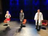 『ゴジラとヒロイン』12月19日、BSプレミアムで放送。(左から)潘ドロイド・メグ(潘めぐみ)、当時の衣装を着た釈由美子、MCの塚地博士(塚地武雅) (C)NHK