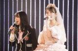 最後の1期生となる白間美瑠(左)とともに「卒業旅行」を熱唱(C)NMB48