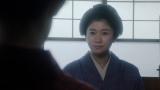 千代の話を聞く岡田シズ(篠原涼子)=連続テレビ小説『おちょやん』第4週・第18回(12月23日放送) (C)NHK
