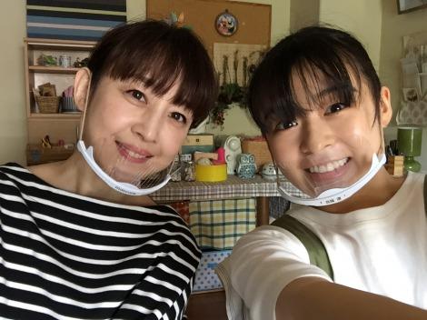 映画『ライアー×ライアー』セルフィーオフショットが公開、写真は相田翔子、森七菜(C)2021『ライアー×ライアー』製作委員会  (C)金田一蓮十郎/講談社