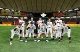 「リアル野球BAN」に参戦する(前列左から)ゴルゴ松本、吉岡雄二、石橋貴明、杉谷拳士選手、原口文仁選手(後列左から)前田健太、中田翔、鈴木誠也、吉田正尚、村上宗隆